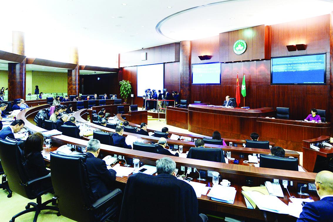Lei Sindical de Pereira Coutinho de novo chumbada. Deputados pedem acção do Governo