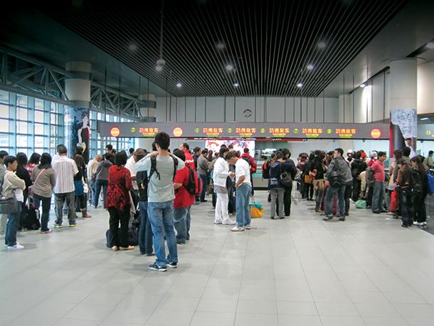 "Aeroporto | CAM vai ""estudar"" como pagar empréstimo ao Governo. RAEM tenta recuperar activos da Viva Macau"