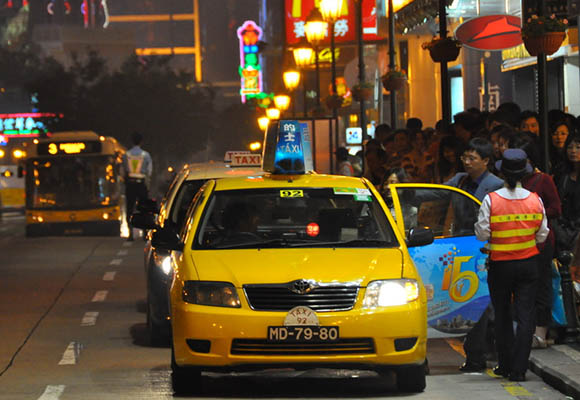 Rádio-Táxis | Governo assina contrato com nova empresa