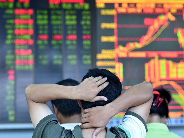 Xangai cai 7,6%, mas bolsas europeias abrem em alta