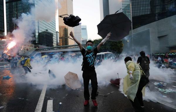 Hong Kong | Sete polícias e activista do Occupy agredido acusados