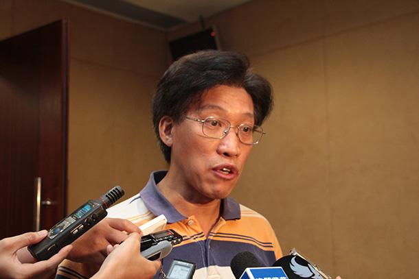 Au Kam San critica fraca comunicação entre CTM e Mtel