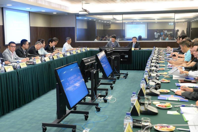 CRU |Conselho elege coordenadores e define competências