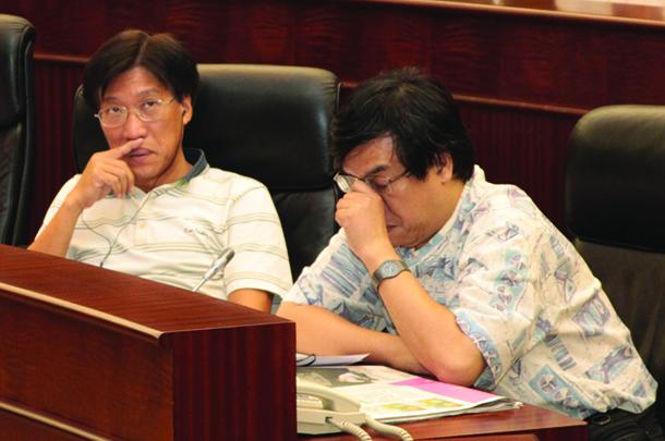 Uber | Au Kam San e Ng Kuok Cheong podem apresentar projecto de lei