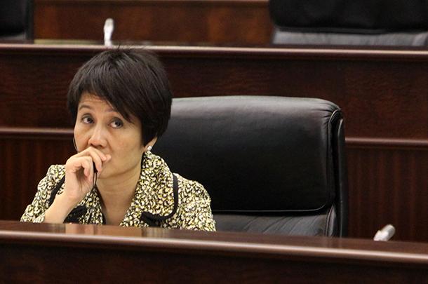 Consultas públicas | Angela Leong defende que número é excessivo