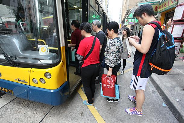 Petição | Moradores de Coloane contra fim do autocarro 25