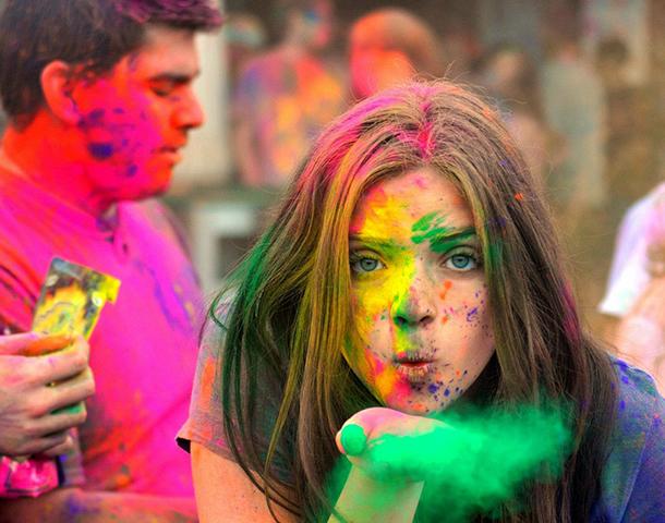 Holi Festival vai transformar a areia de Hac Sá num arco-íris