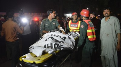 Pakistani rescuers use a stretcher to shift a body from a bomb blast site in Lahore on March 27  2016    At least 25 people were killed and dozens injured when an explosion ripped through the parking lot of a crowded park where many minority Christians had gone to celebrate Easter Sunday in the Pakistani city Lahore  officials said    AFP PHOTO   ARIF ALI