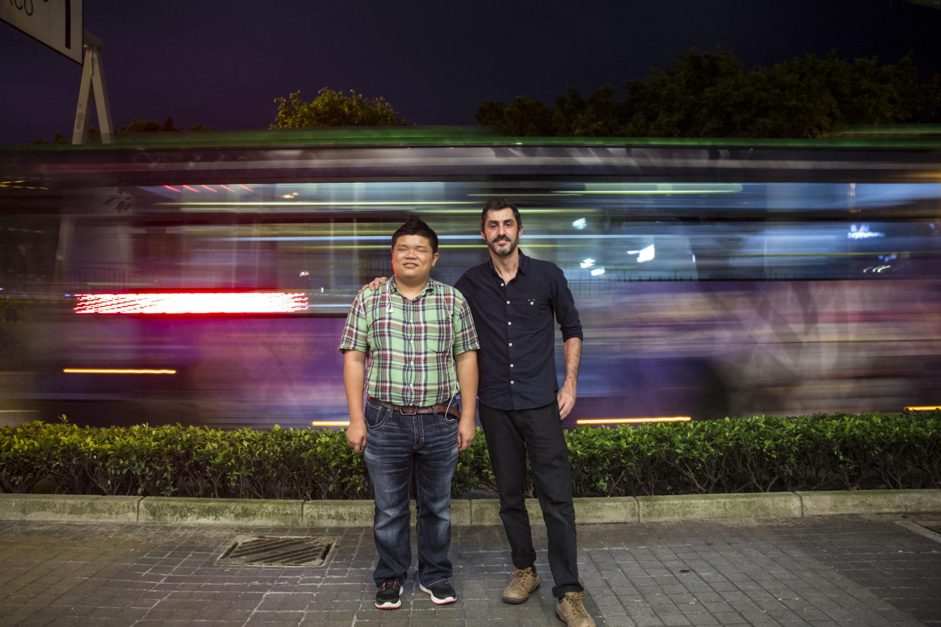 "António Caetano Faria, realizador de ""Caminhar no Escuro"", e Ka Chon Leong, protagonista"