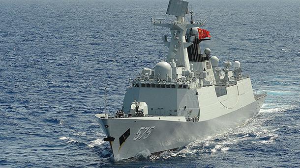 Navio chinês força contratorpedeiro dos EUA a alterar trajectória
