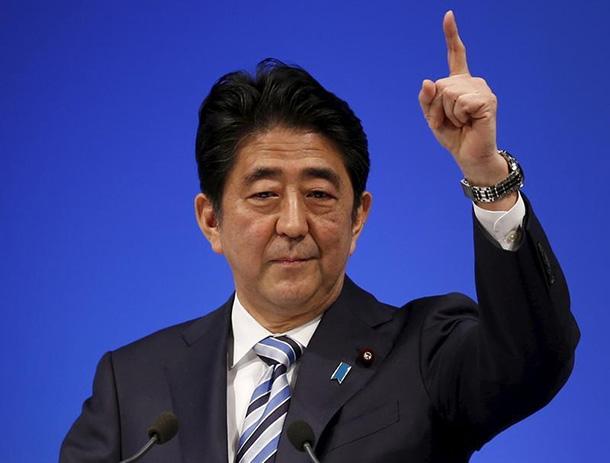 Shinzo Abe diz-se inocente em escândalo de favorecimento
