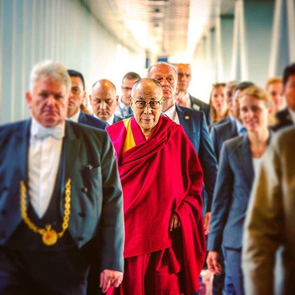 Pequim critica visita de Dalai Lama ao Parlamento Europeu