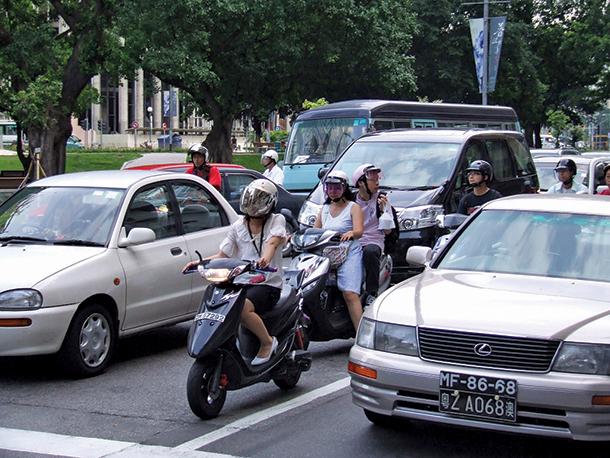 """Membro da Federação de Juventude de Macau diz que Governo pode estudar trânsito com recurso a jogo """"SimCity"""""""