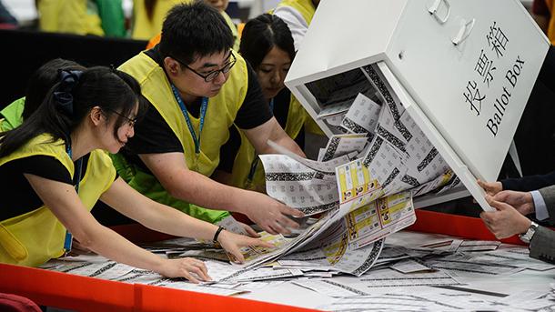 Eleições HK  LegCo com novos rostos pró democracia, mas Pequim mantém maioria