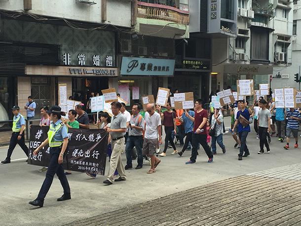 Uber | Centenas nas ruas a favor da aplicação móvel