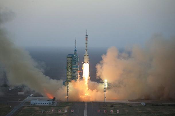 China   Lançada com êxito missão ao Espaço com dois astronautas
