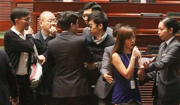 Hong Kong   Plenário volta a ser interrompido