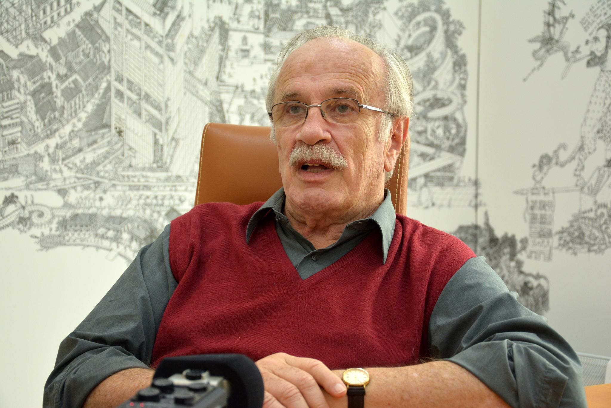 """Jorge Forjaz, autor da II edição da obra """"Famílias Macaenses"""": """"É a família que dá braços"""""""