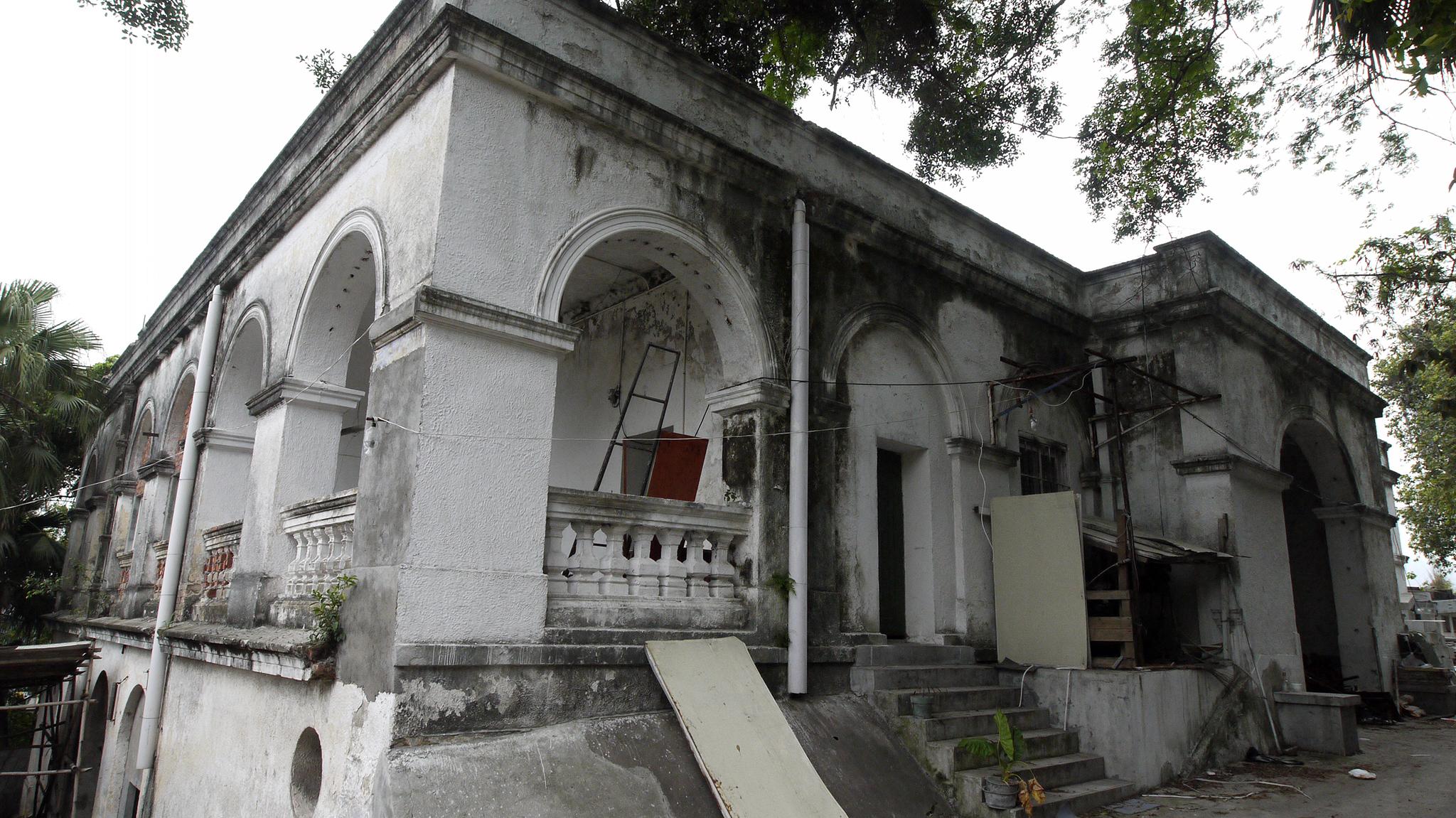 Homem detido por causar danos no Convento da Ilha Verde
