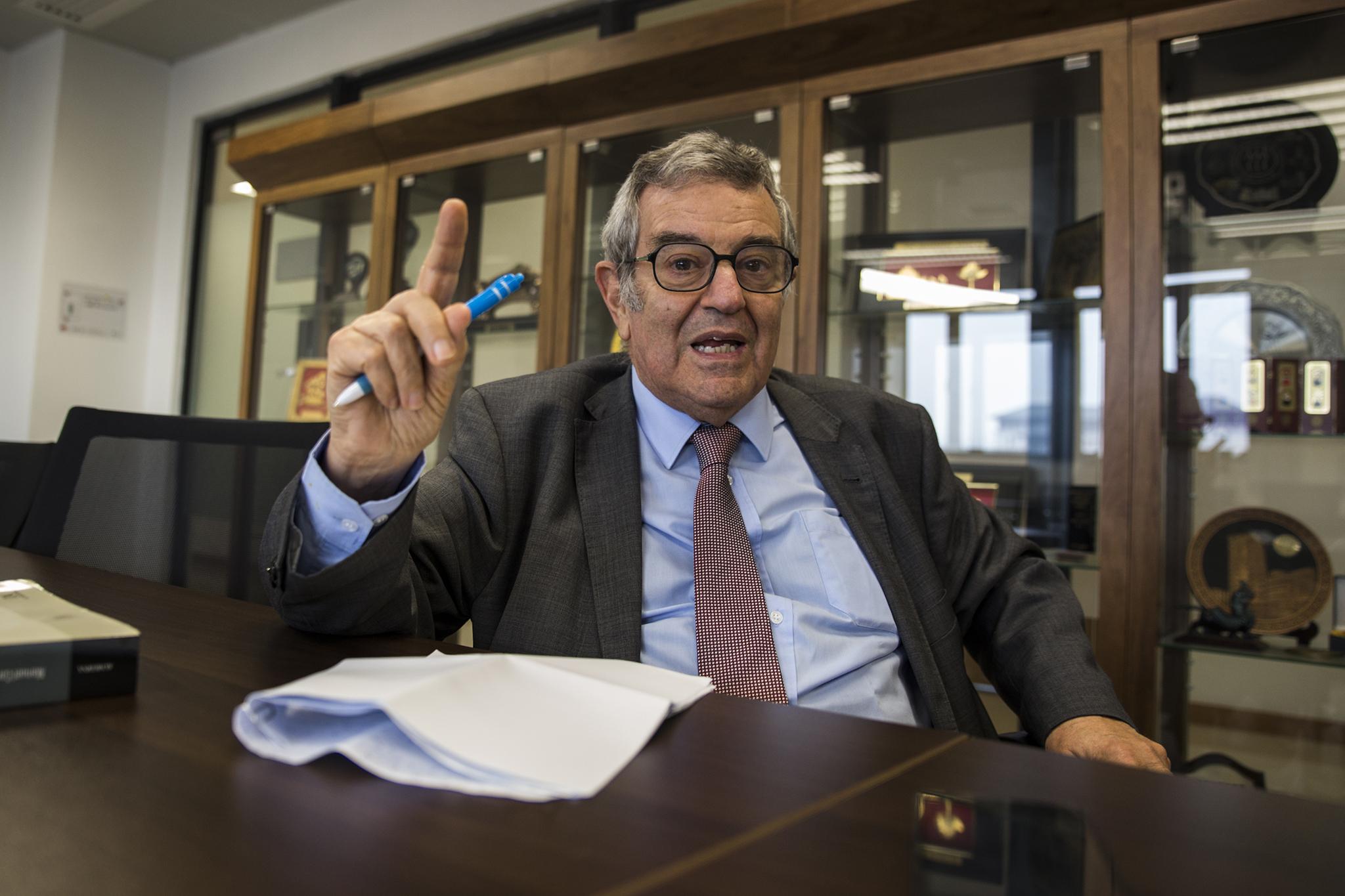 """Manuel Lopes Porto, académico: """"Democracia, o sistema menos mau de todos"""""""