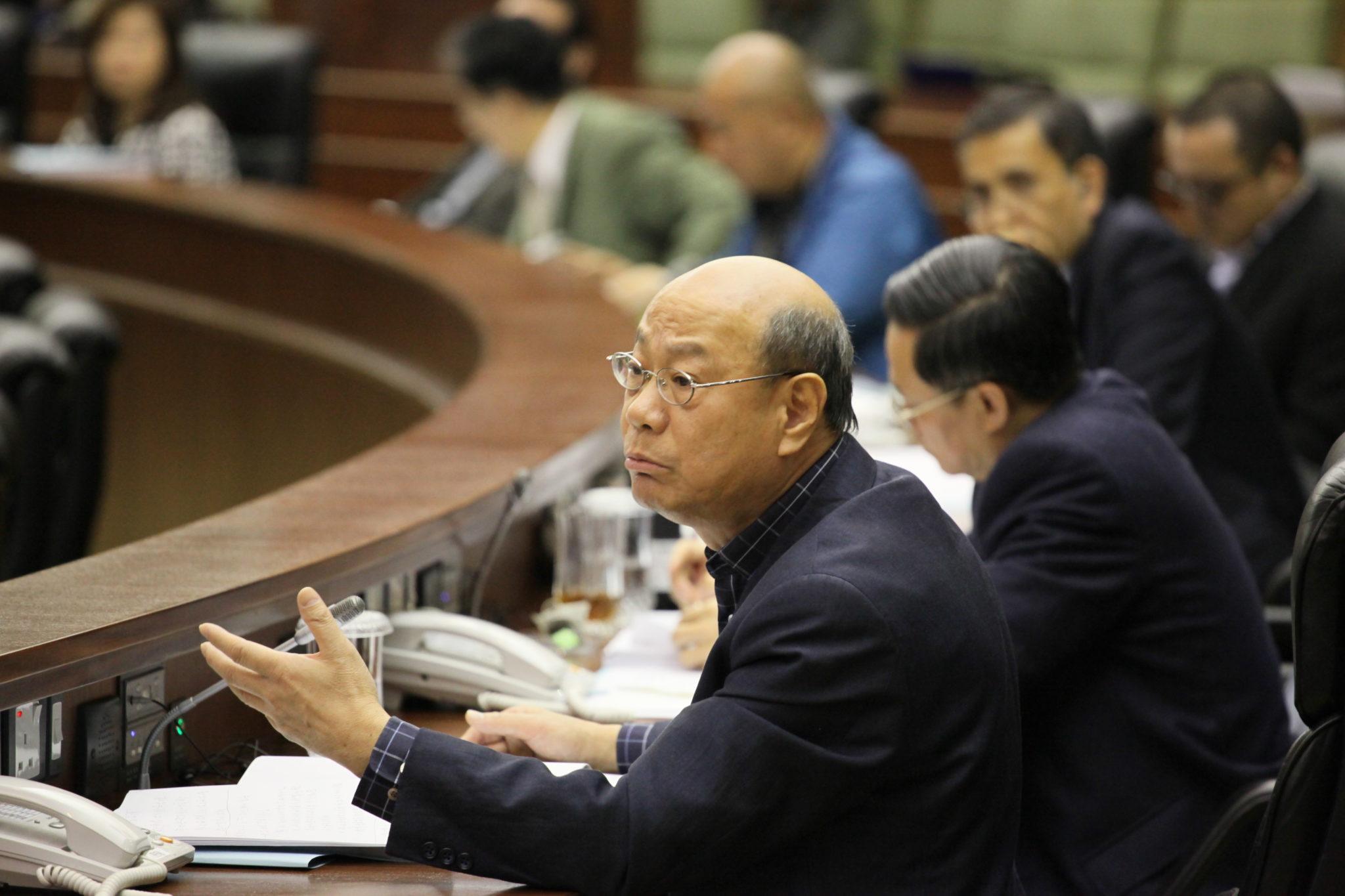 Tsui Wai Kwan diz que aumentos das taxas de veículos não foram repentinos