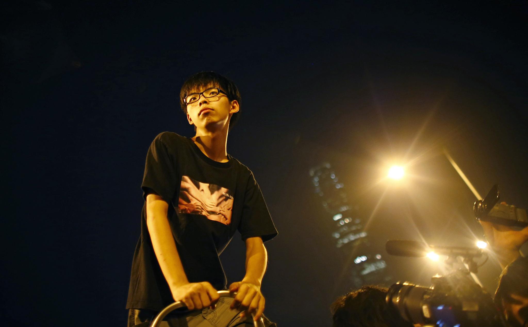 Joshua Wong libertado sob fiança