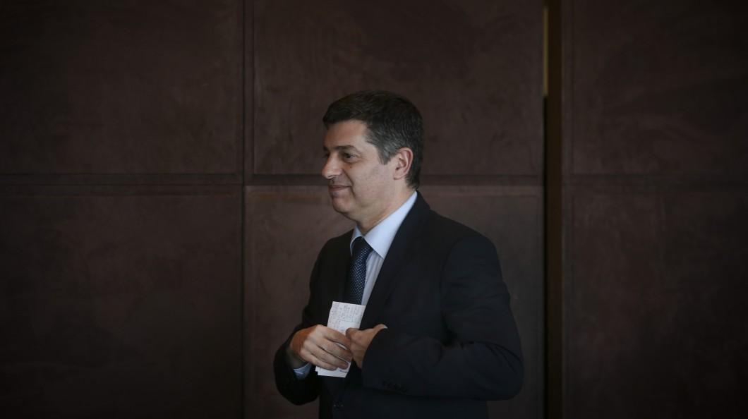 Ministro da Economia português quer China a investir no sector produtivo