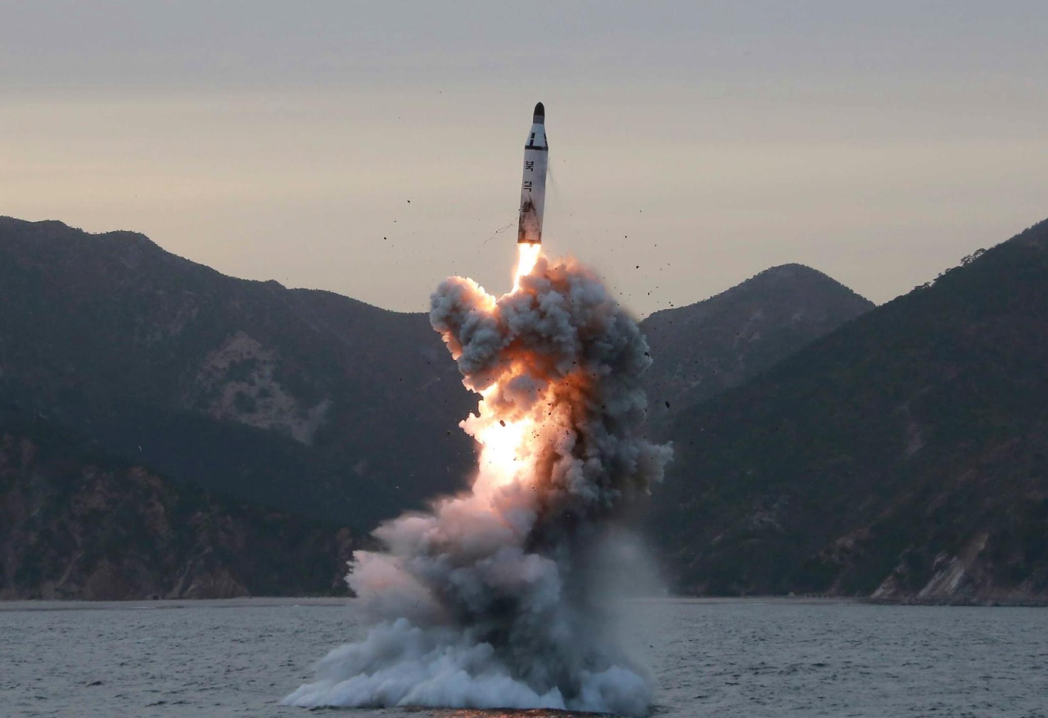 """Programa nuclear de Pyongyang é """"uma ameaça para todos"""", diz Jim Mattis"""