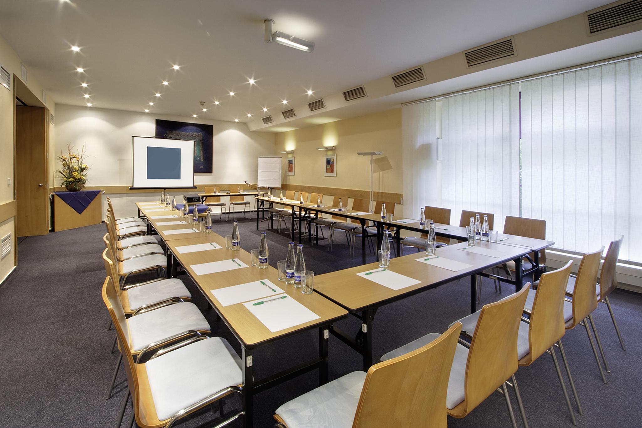 Conselho Executivo | Pedida redução ou eliminação de deputados