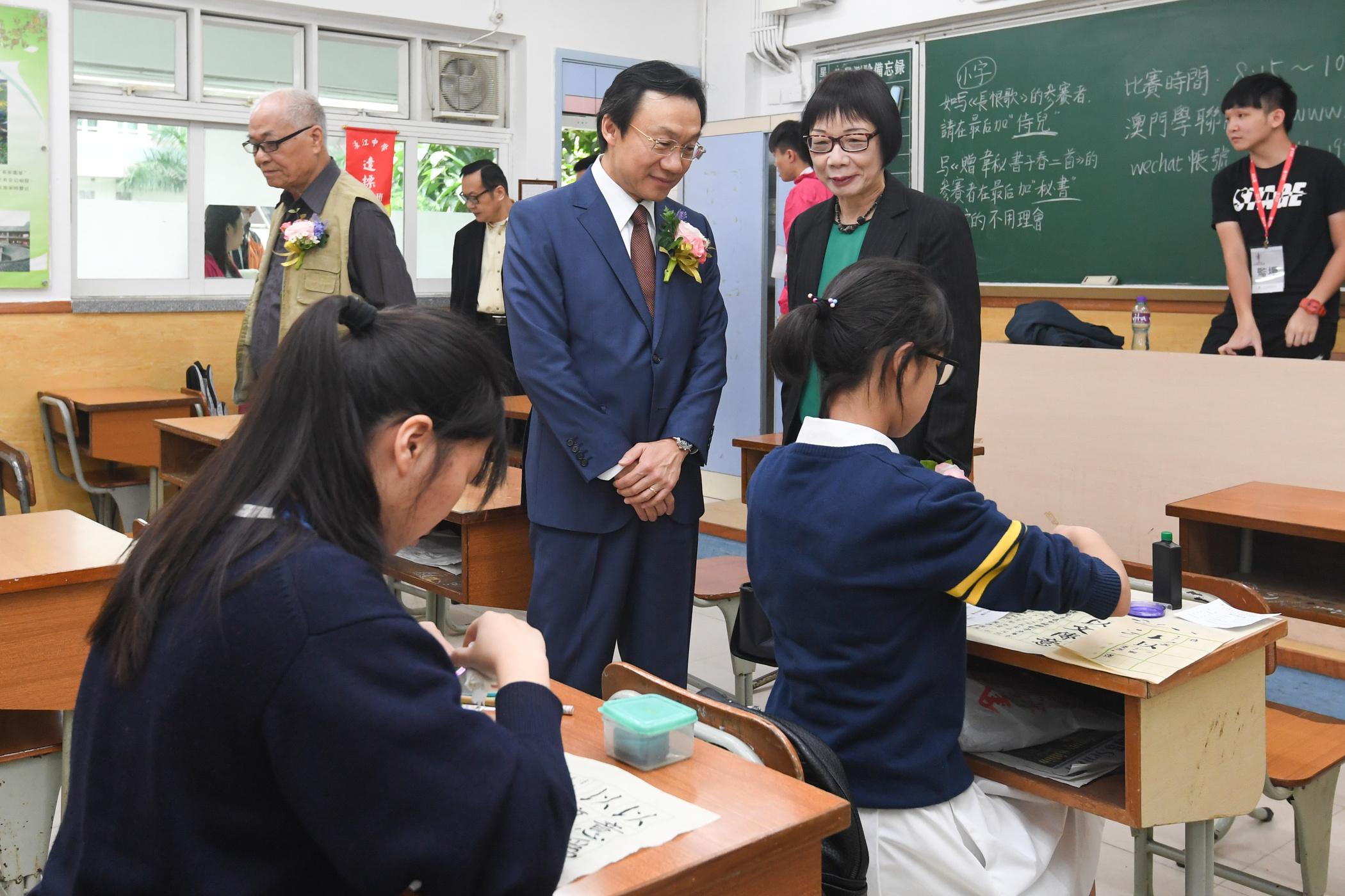 Juventude | Nova política pode incluir Grande Baía, amor à pátria e história chinesa