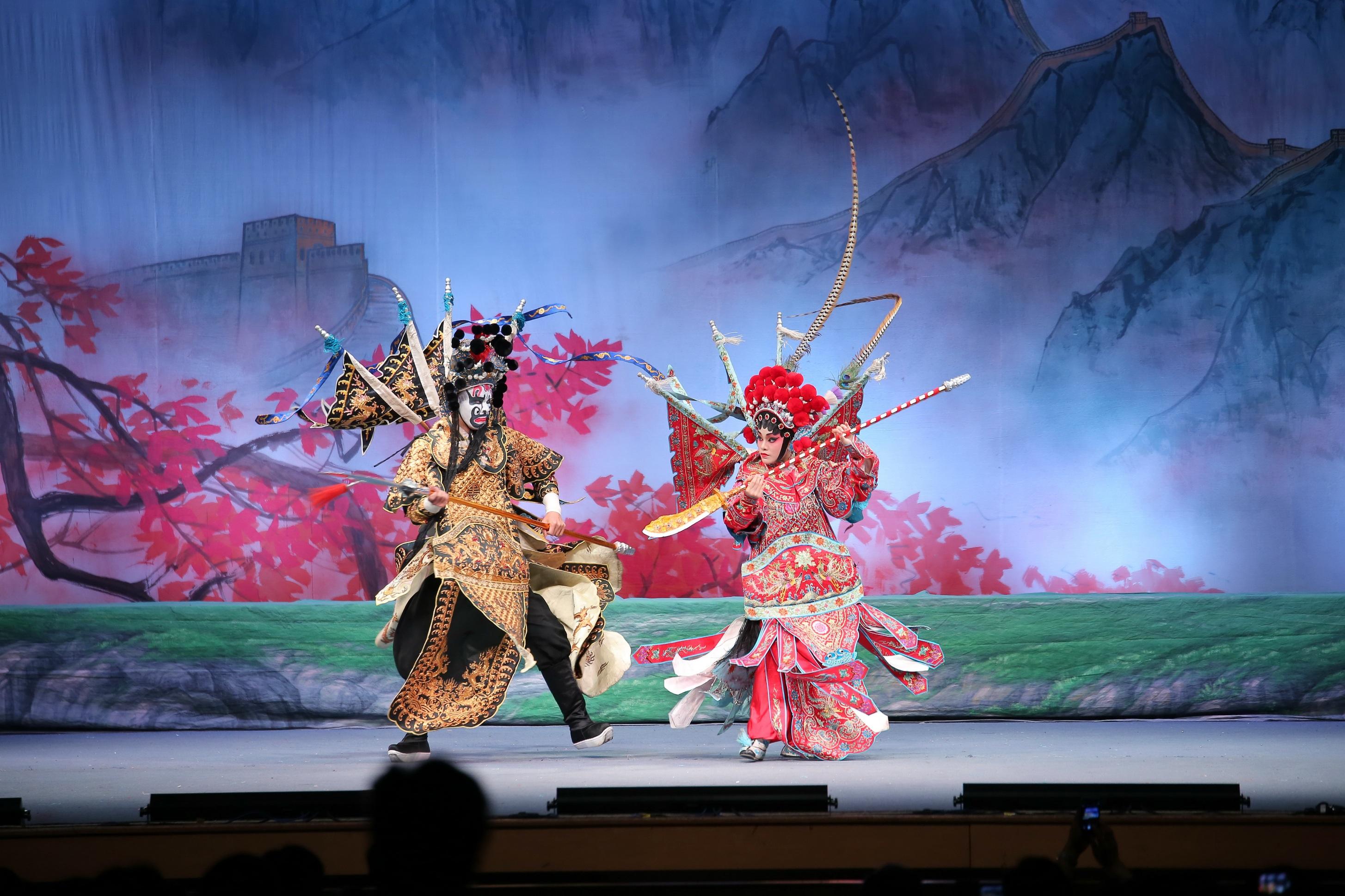 IC | Natal e aniversário da RAEM celebrados com exposições e ópera chinesa