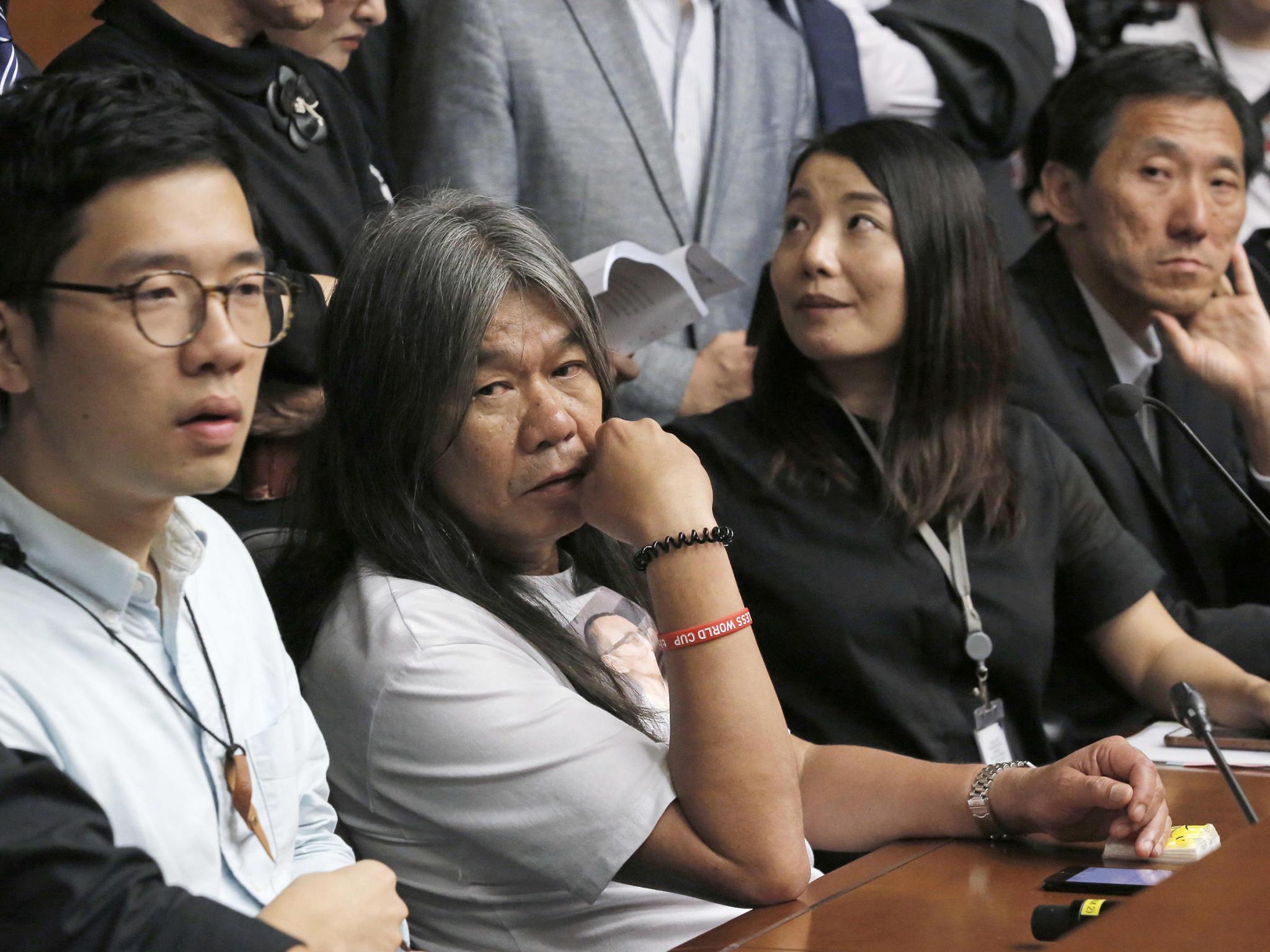 "Hong Kong   Pró-democratas acusam governo de ""declarar guerra"""