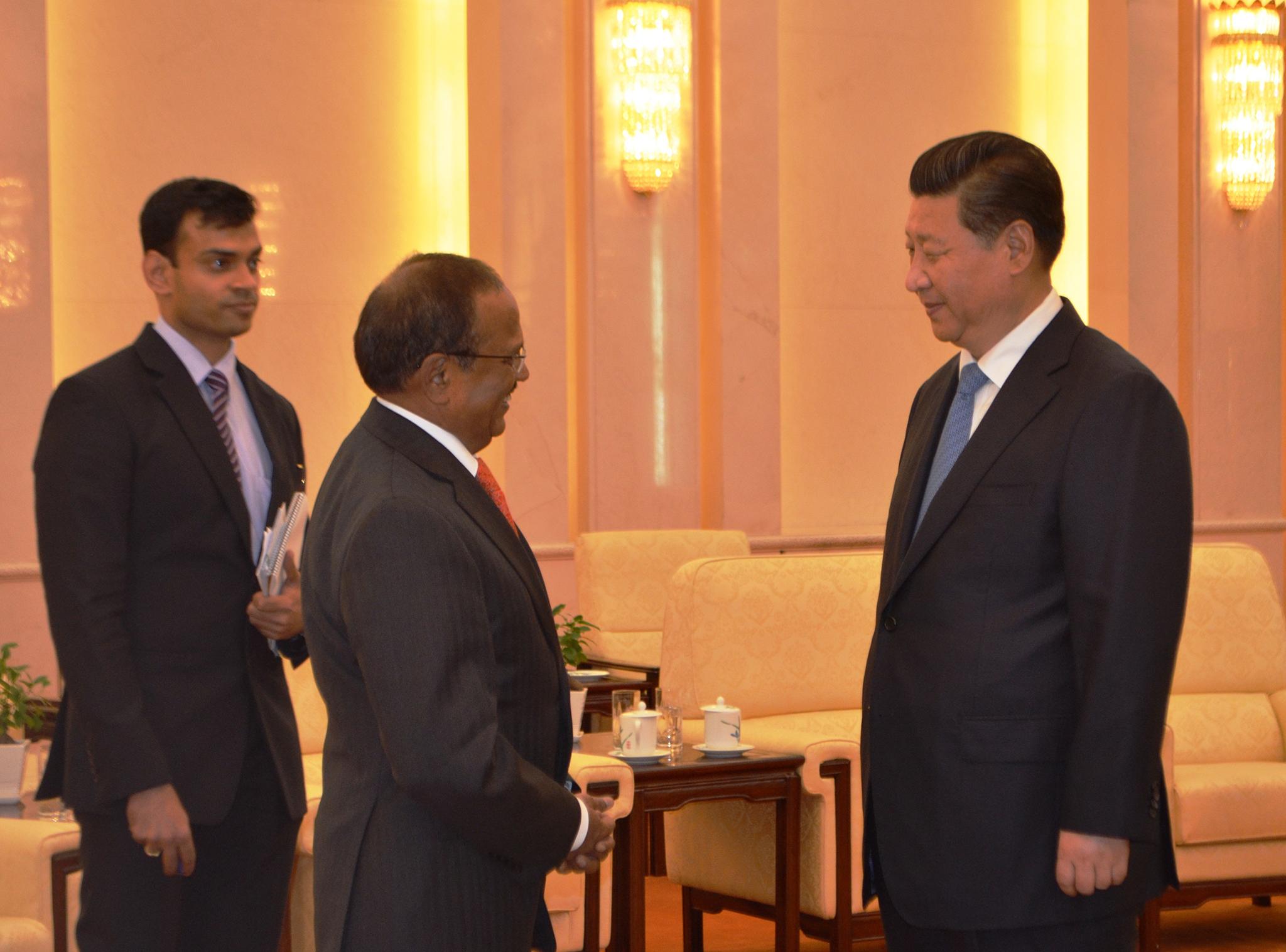 Conselheiro indiano em Pequim para discutir problemas na fronteira