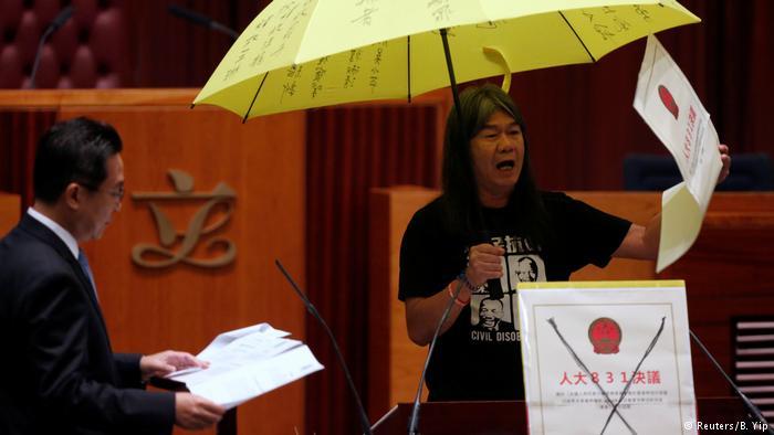 Hong Kong   Mais quatro deputados pró-democracia perdem assentos