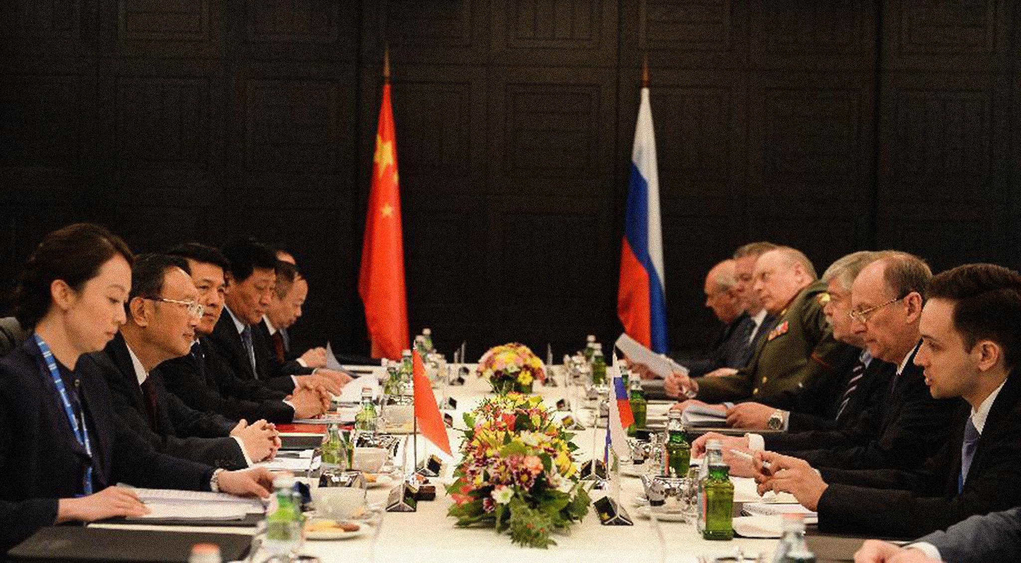 Pequim e Moscovo prometem coordenação em segurança estratégica