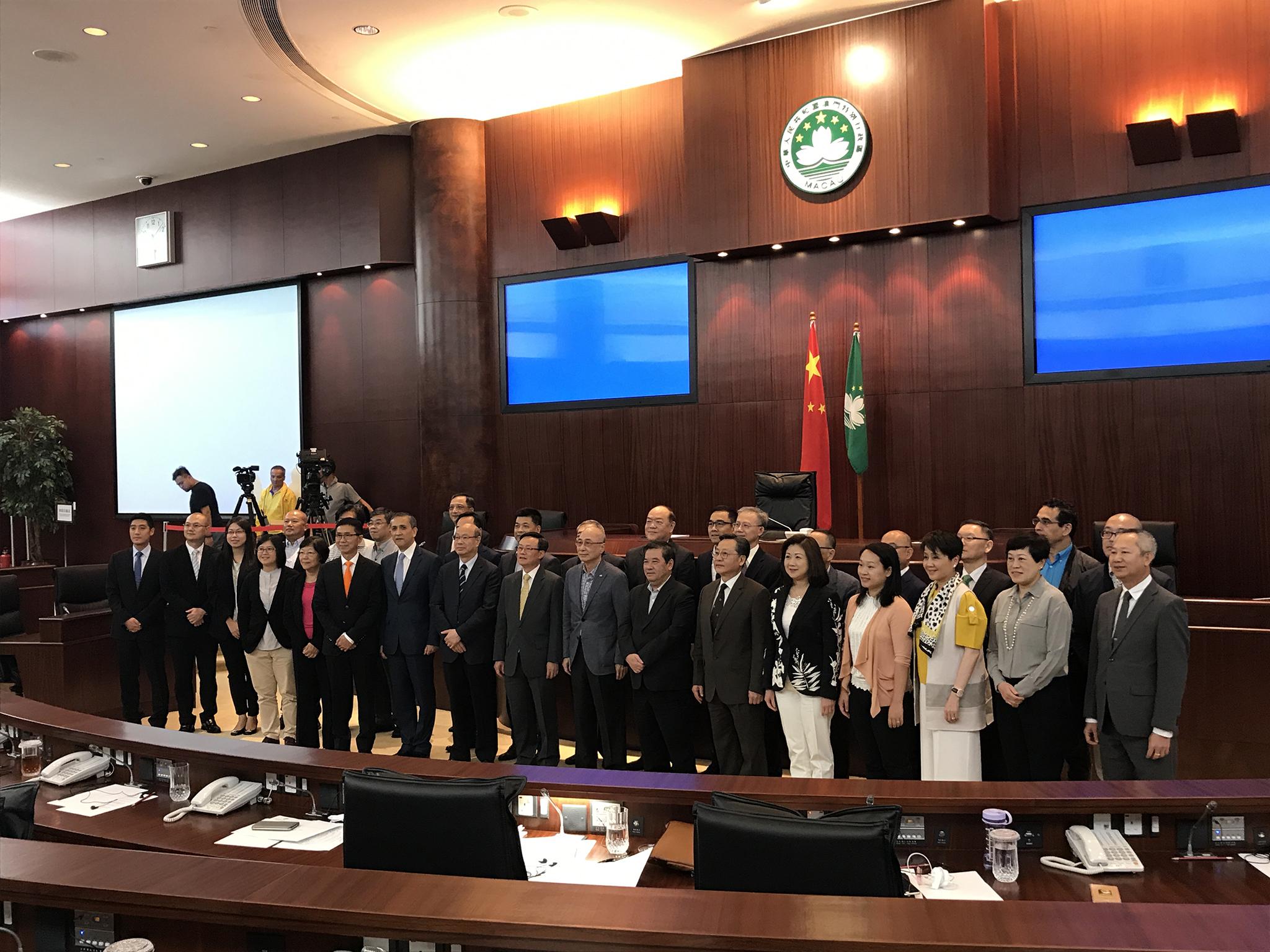 Conselho de Estado | Deputados apoiam visitas anuais a Pequim