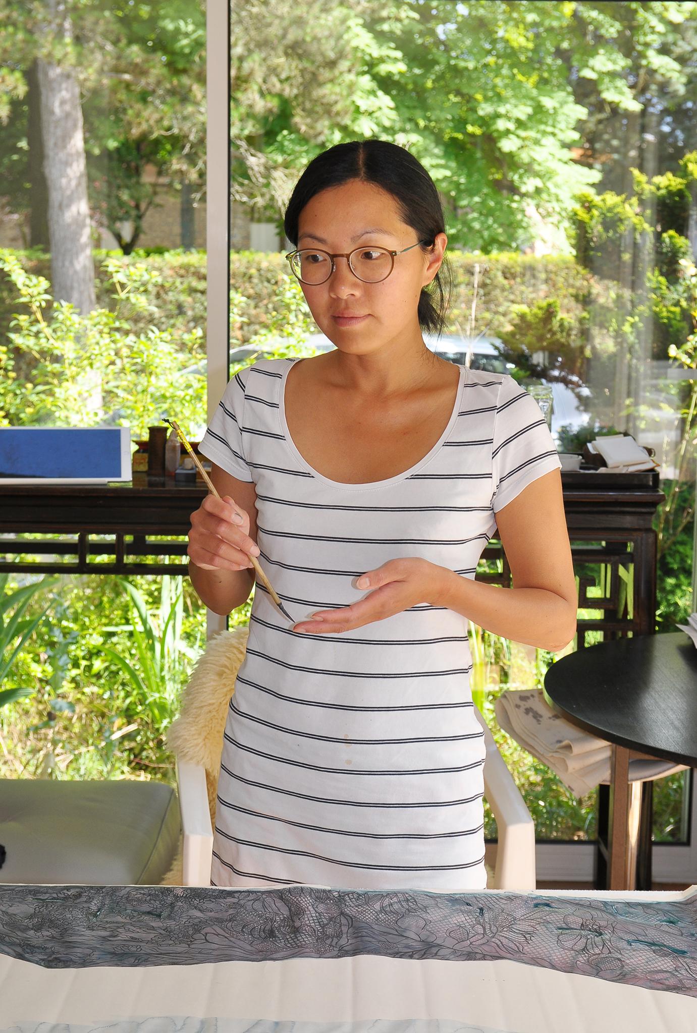 """Hong Wai, artista plástica: """"Trago a mulher contemporânea em tinta-da-china"""""""