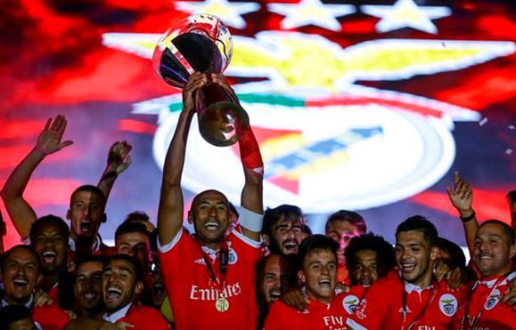 Supertaça | Benfica entra a 'matar' e conquista sétimo troféu