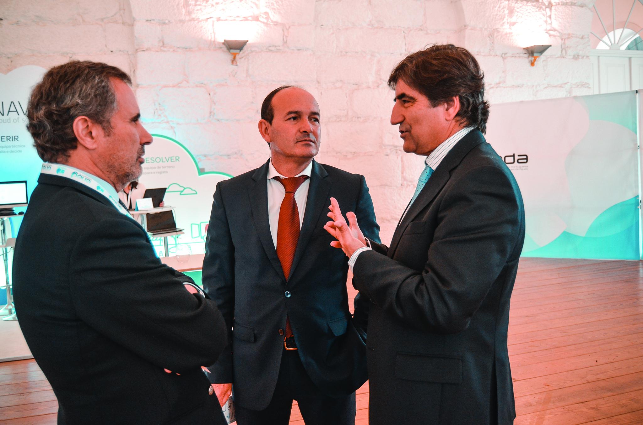 Incêndios | Ministro admite mais dinheiro para recursos hídricos em 2018