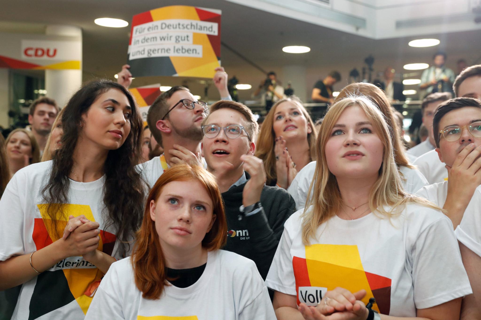 Alemanha | Quarto mandato de Merkel na eleição que leva a extrema-direita ao Bundestag