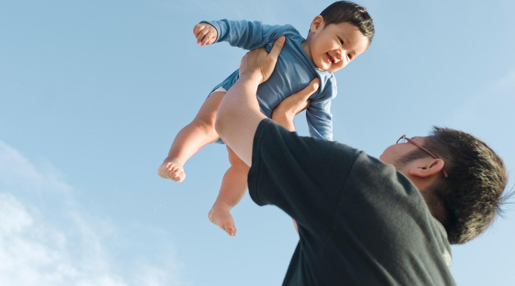 Licença de paternidade | As experiências e dificuldades de quem tem direito a poucos dias
