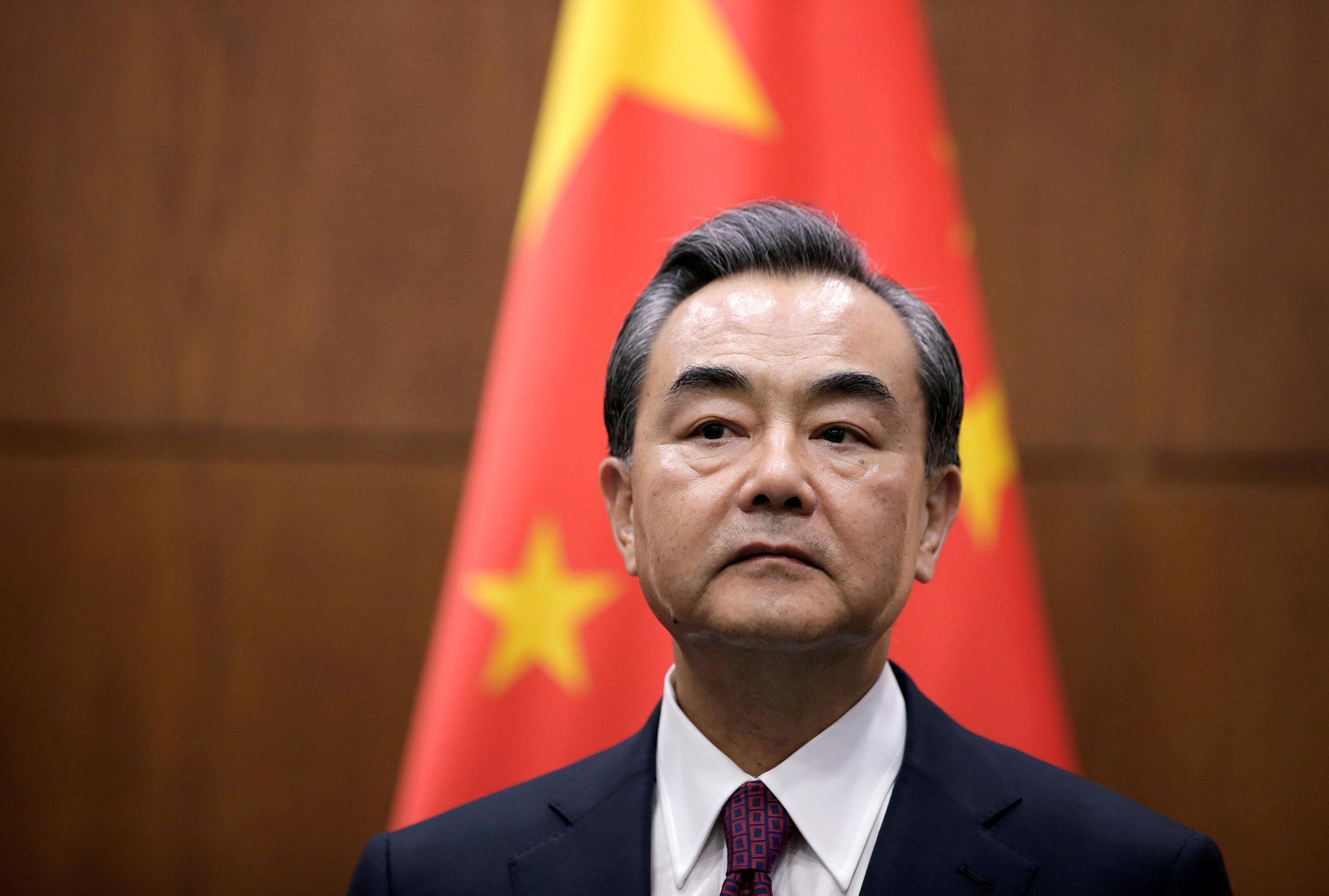 MNE chinês no Japão para negociar retoma de viagens e questões regionais