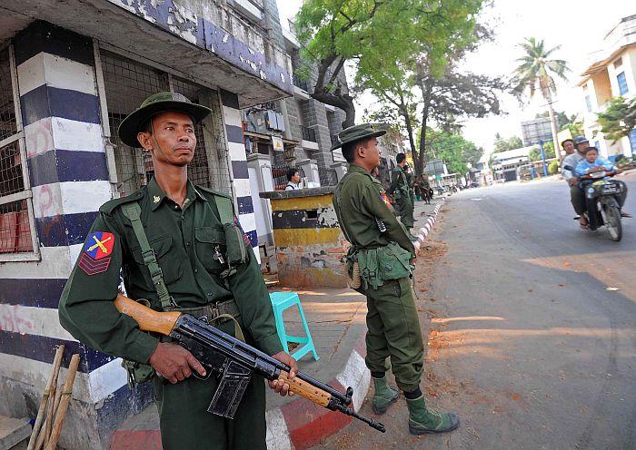 """China apoia esforços da Birmânia para """"preservar estabilidade"""""""