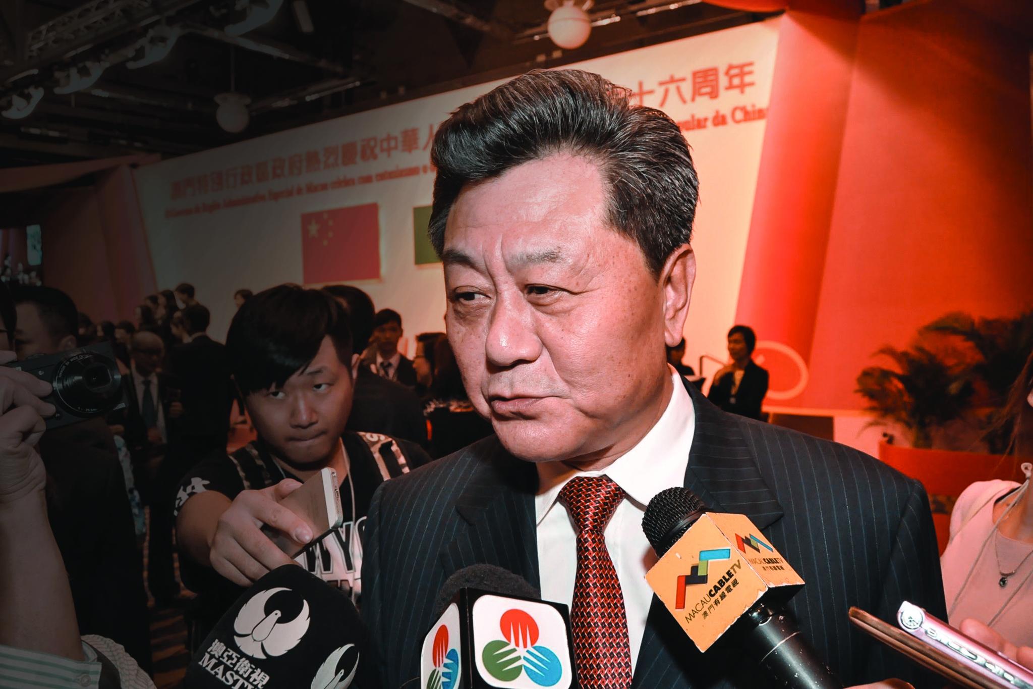 Li Gang, ex-director do Gabinete de Ligação, suspenso de funções no Partido