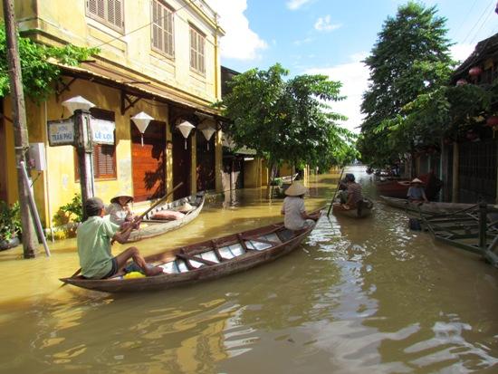 Tufão Damrey faz quase 100 mortos no Vietname