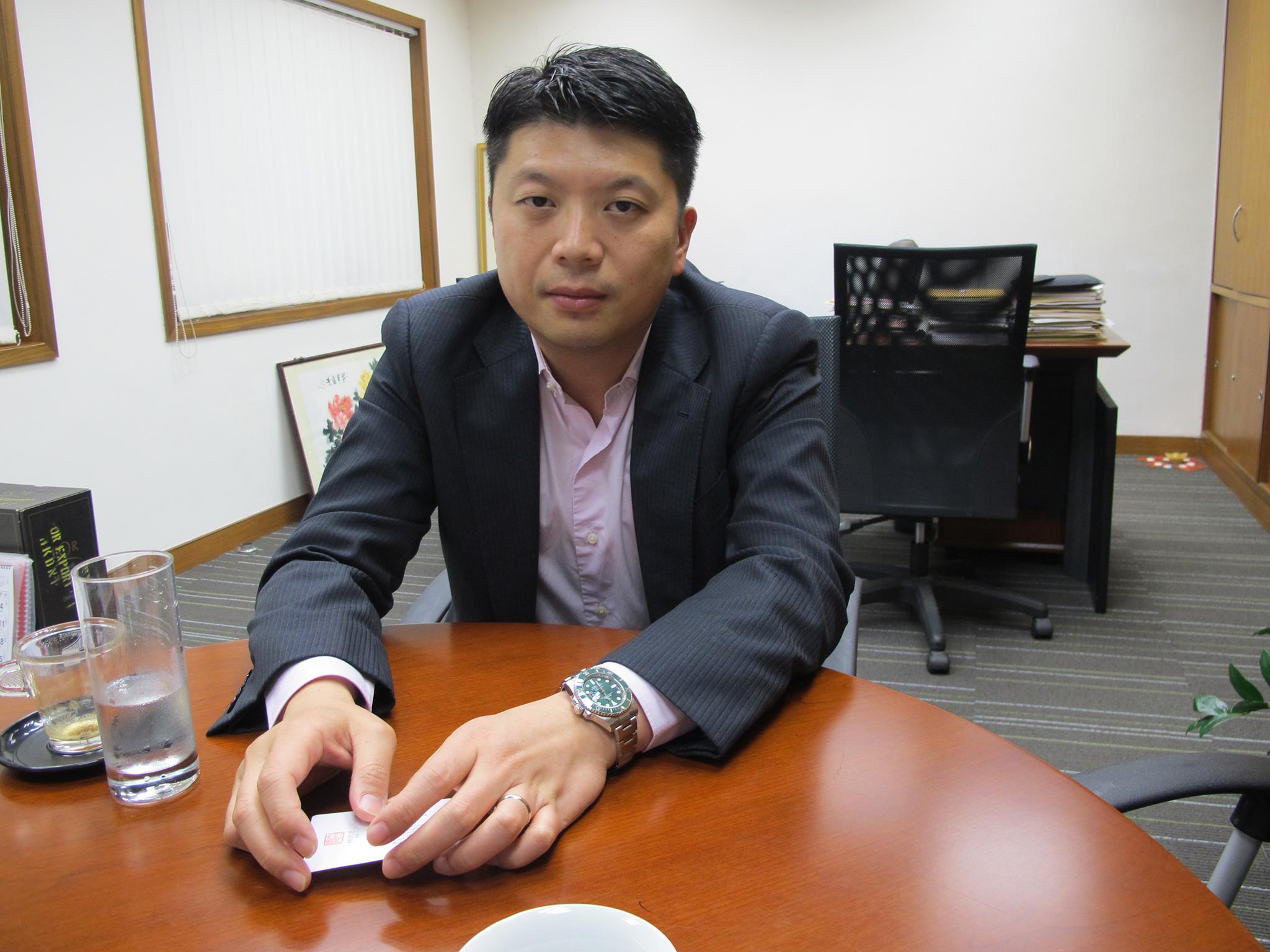 Kevin Ho assina acordo de gestão de hotel na ex-sede do Jornal de Notícias