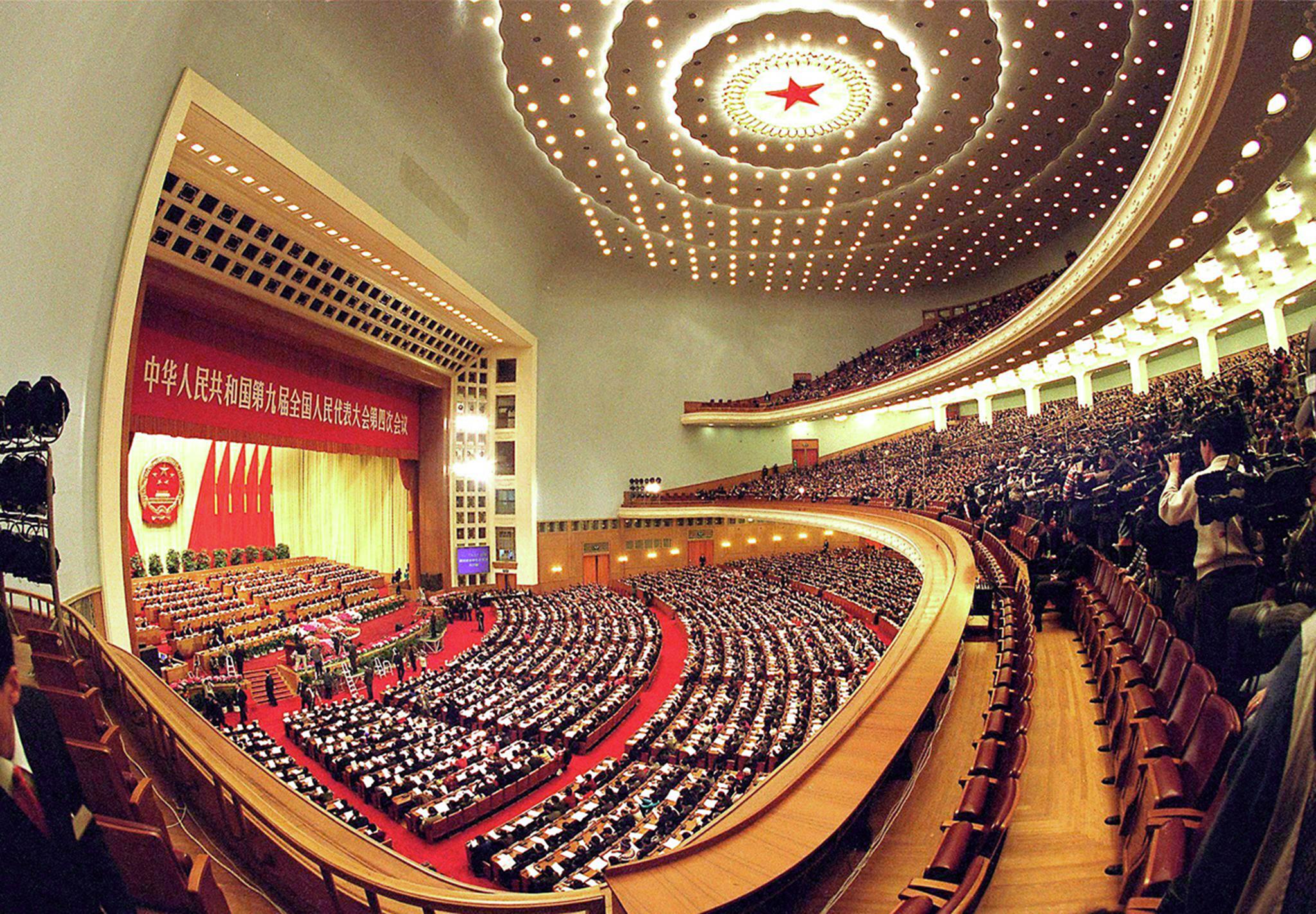 Lesados do Pearl Horizon com candidato à Assembleia Popular Nacional
