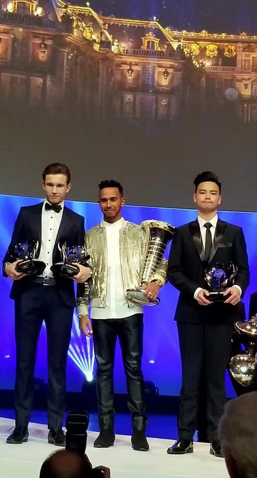 Automobilismo | Charles Leong recebeu prémio ao lado de Lewis Hamilton