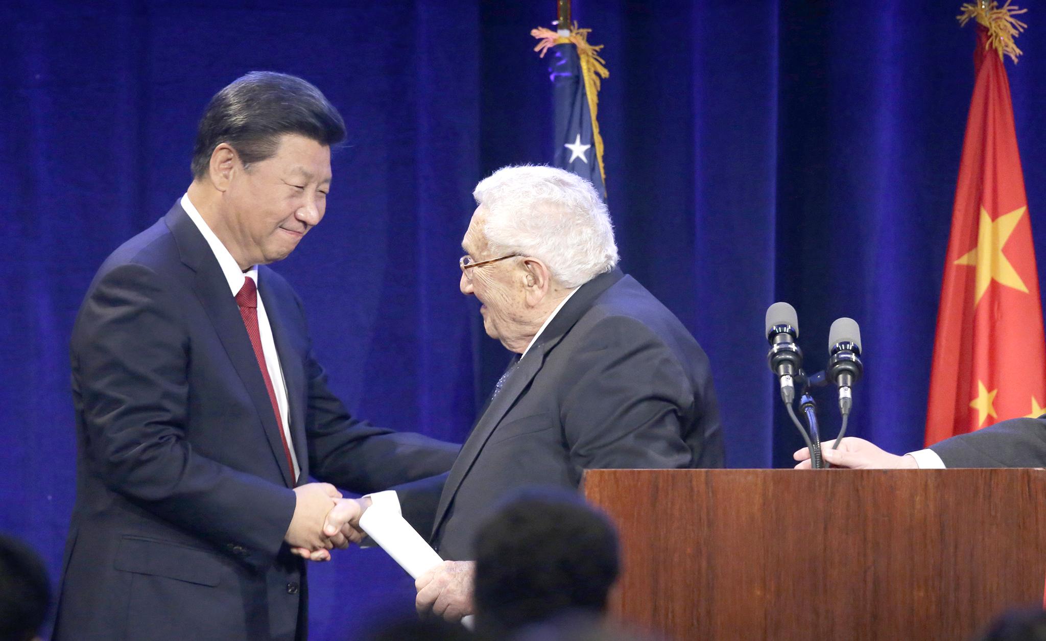 "Xinhua apresenta Xi Jinping como ""diplomata chefe"""