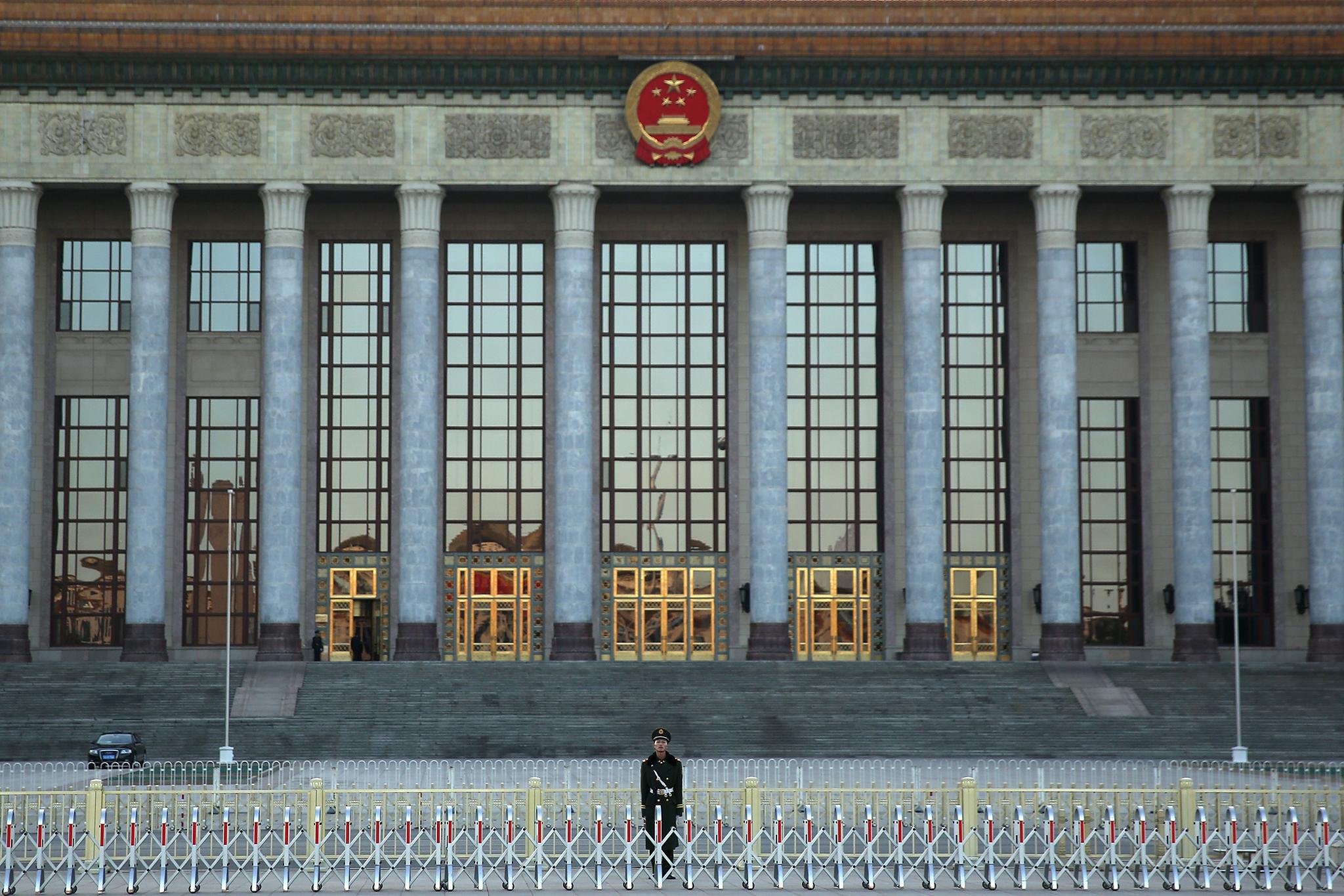 Opinião da Xinhua condena proteccionismo no Fórum da Paz